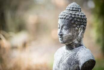Image of a Buddha statue from the Theravada school of the Buddha's teachings, which is practiced at Berlin Dharma.
